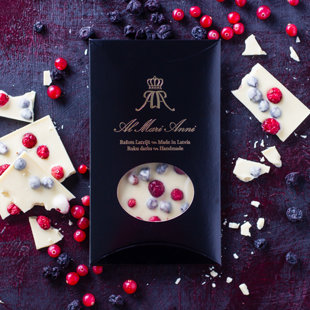 White chocolate with juicy garden cranberries and black currant