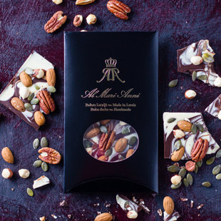 Dark and white chocolate mix with handpicked pecans, almonds, hazelnuts and pumpkin seeds