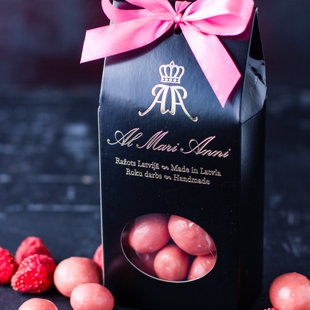 Freeze-dried strawberry in white chocolate