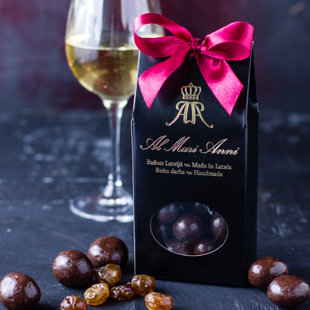 Gooseberry in dark chocolate with white wine flavor