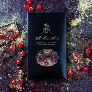 Tumšā šokolāde ar žāvētiem ķiršiem un izsmalcinātiem pārtikas zelta putekļiem