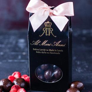 Auksti kaltētas zemenes tumšajā šokolādē