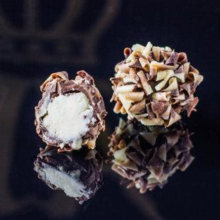 Трюфель с кремом Baileys, украшенный шоколадной стружкой
